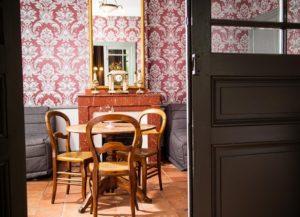 Salon d'hôtel La Marbrerie en décor belle époque