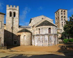 Abbaye de Caunes Minervois et l'église dans le Pays Cathare