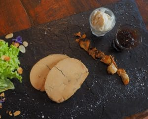 Fois gras maison avec la confiture des figues et sorbet au thym, restaurant gastronomique La Table de Terroir