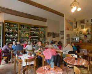 l'intérieur du restaurant La Table de Terroir à Caunes Minervois