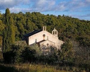 église dans la garrigue dans l'Aude, Occitanie