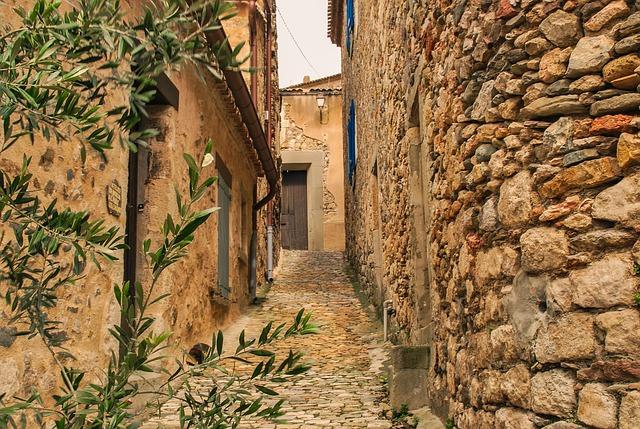 es maisons en pierre dans le village dans l'Aude au Sud de la France