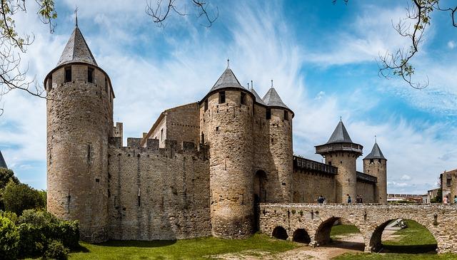 La cité de Carcassonne à 25 km de Caunes Minervois